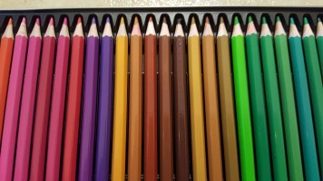 colored pencils with tin 8